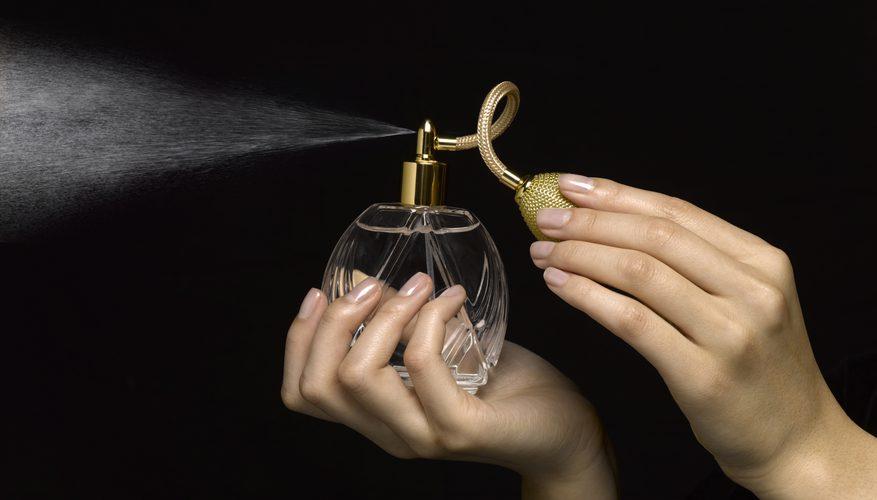 خانم ها برای خوشبو بودن چطور عطر بزنند