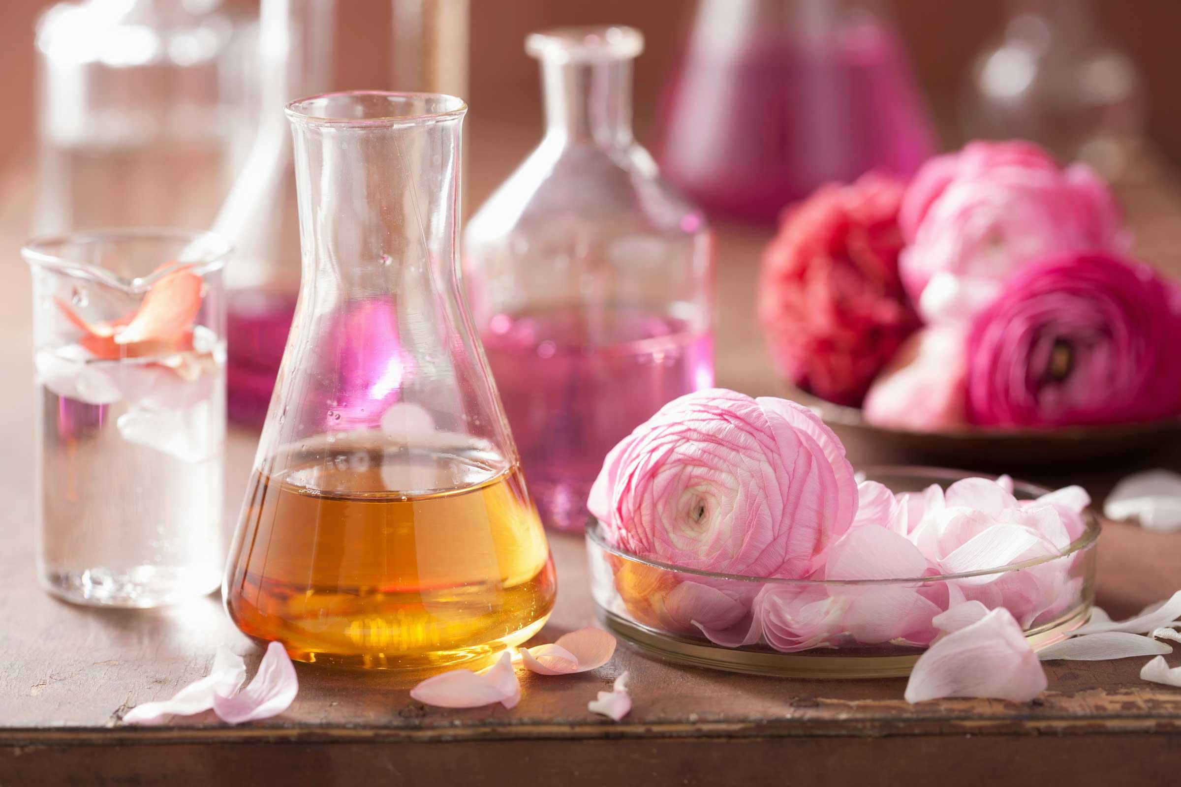 چه عطرهایی برای بهار و تابستان مناسب است؟