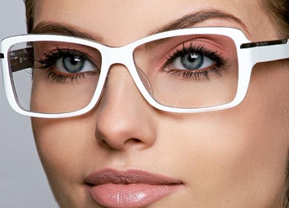 عینکی ها چطور آرایش کنند؟