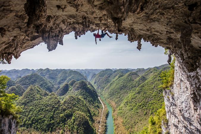 گزارش تصویری نشنال جئوگرافیک از صعود جنونآمیز یک صخرهنورد از صخره مرگ