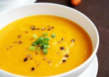 آشپزی / دستور پخت سوپ تره فرنگی بهعنوان پیش غذایی برای فصل پاییز