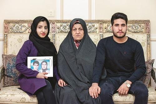 گفتوگو با اعظم محسنیدوست مادر فائزه و شهاب منصوری که قصه زندگیشان در فیلم شبی که ماه کامل شد روایت میشود