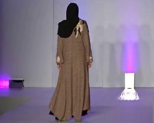 استخدام بازیگر زن معروف برای شوی لباس فوق لاکچری