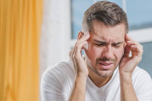 نشانهها، دلایل و راه درمان سردردهای میگرنی