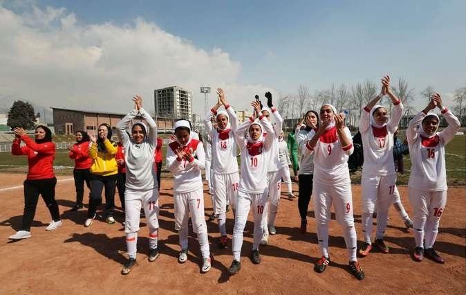 عکسهای جالب و گزارش خواندنی از مسابقه تیم ملی فوتبال زنان