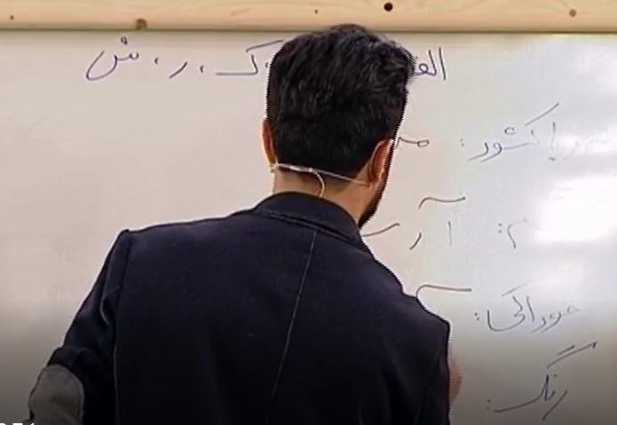 فیلم مسابقه اسم فامیل بین رامتین خداپناهی از تیم بانوی عمارت و حسین مهری از تیم حوالی پاییز در برنامه خندوانه