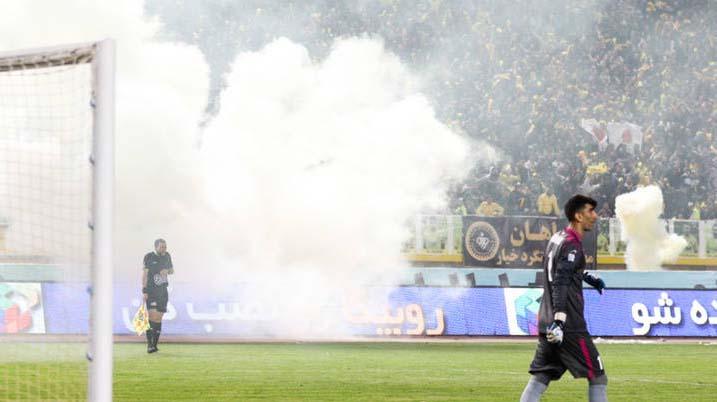 شیوع خشونت میان تماشاچیان فوتبال؛ چرا؟