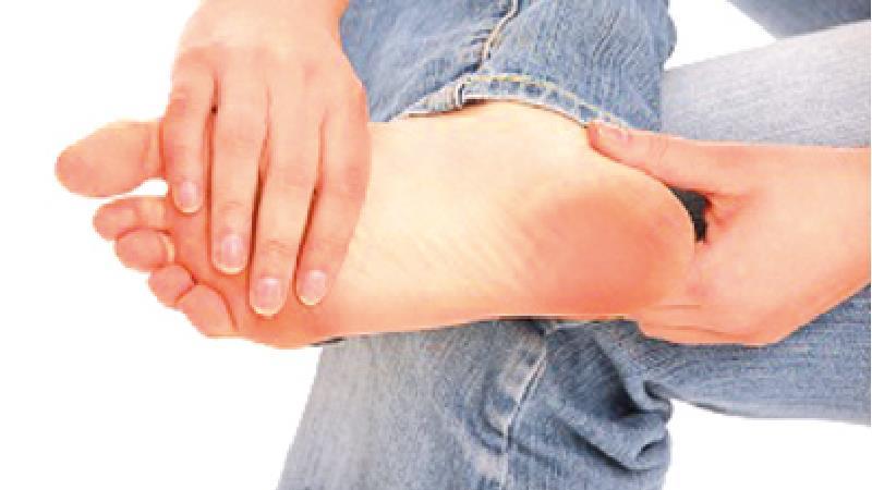 برخی از مبتلایان به خارپاشنه حتی حالت لنگی پیدا میکنند