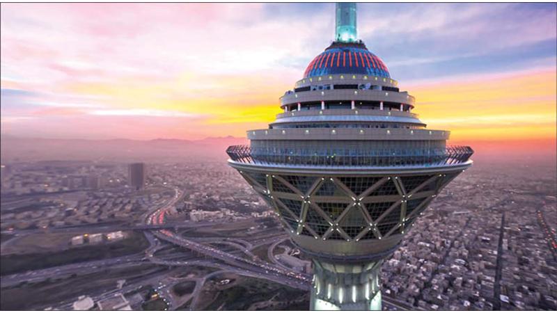 آیا برج میلاد در خطر کج شدن  و فروریختن است؟