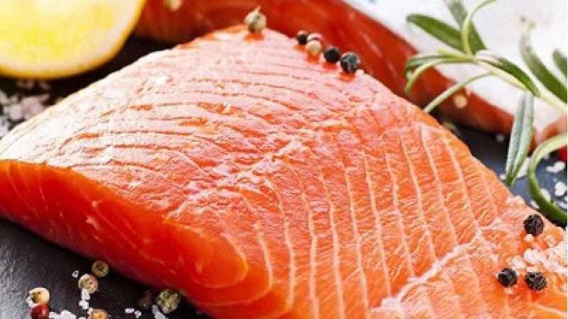ماهی سالمون سرشار از ویتامین دی است