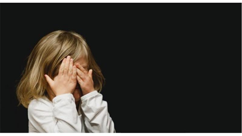 با کودکان خجالتی چگونه باید رفتار کرد