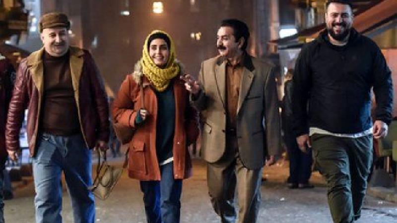 داستان فیلم «مطرب» روایتگر زندگی خوانندهای است که پیش از انقلاب در آستانه تبدیلشدن به یکی از ستارههای موسیقی ایران بود