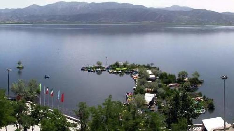 دریاچه زریوار در کدام فصل دیدنی تر است