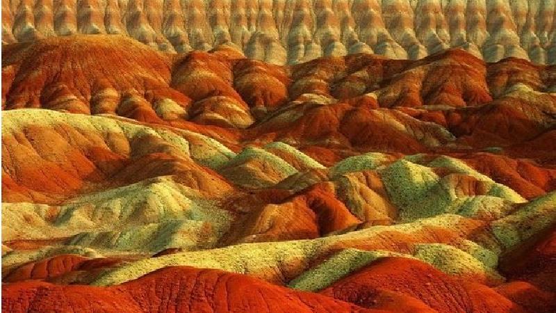 کوه های رنگی ماهنشان بسیار دیدنی است
