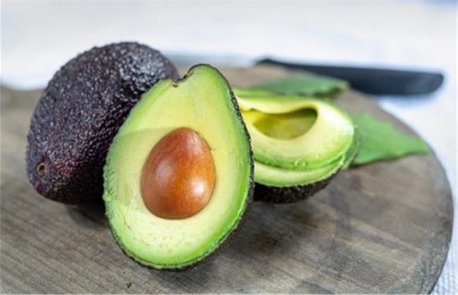 آووکادو از جمله میوه هایی است که مانع پوکی استخوان می شود
