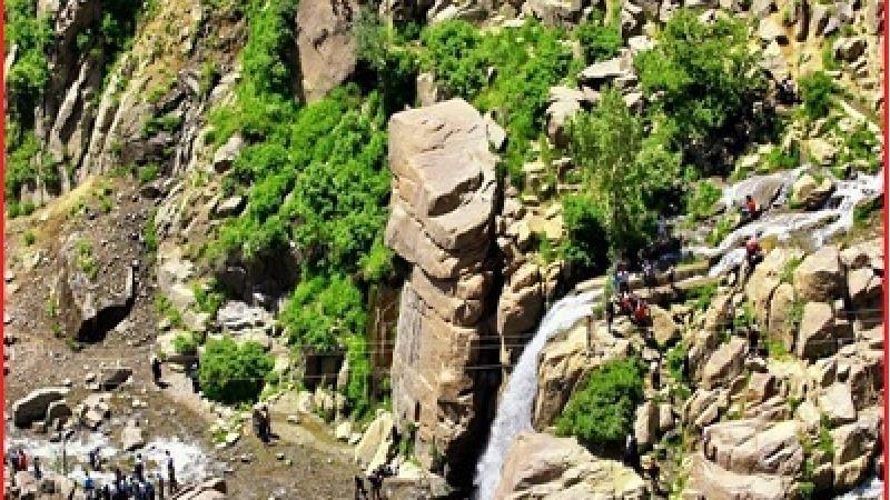 گنج نامه همدان در کوه الوند واقع شده است