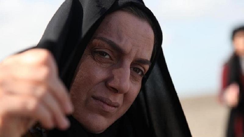 نسرین بابایی بازیگر نقش مکرمه در سریال بیگانه ای با من است