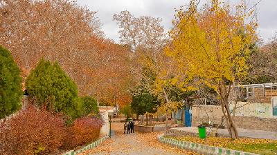 در پاییز به محلات سفر کنید