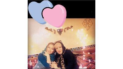 عکسی از ماندانا سوری و مادرش