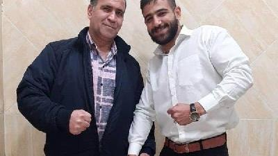 علی طوفانی در کنار پدرش