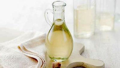 سرکه سفید بوی سوختگی غذا را از بین می ببرد