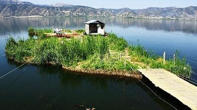 دریاچه زریوار کجا است