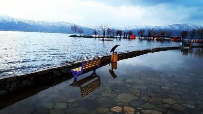 دریاچه زریوار از کدام مسیر قابل دسترسی است