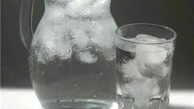 نظر ابوعلی سینا درباره نوشیدن آب یخ