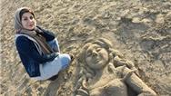 معرفی کامل فاطمه عبادی هنرمندی که در برنامه عصر جدید با شن نقاشی میکشد + گالری آثار