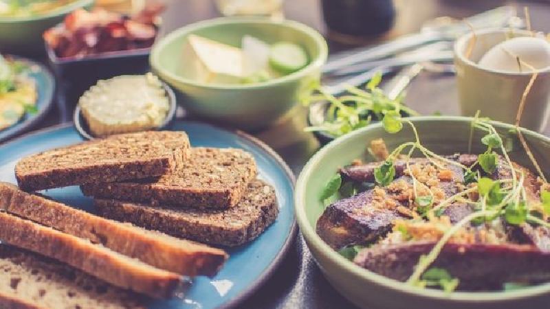 5 دلیل برای اینکه حتما شام بخورید