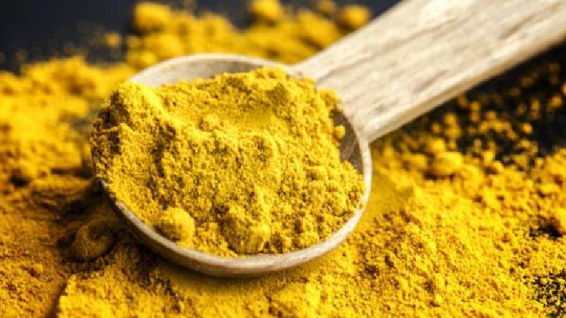 زردچوبه از دیگر مواد خوراکی است که برای درمان خارپاشنه استفاده میشود