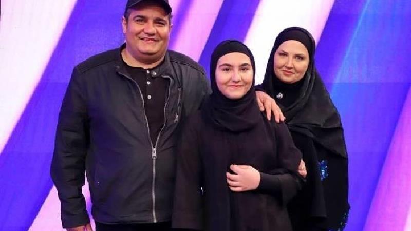 میرطاهر مظلومی در کنار همسر و فرزندش