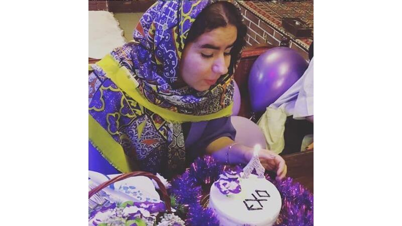 صهبا شرافتی بازیگر نقش روناک در سریال نون.خ در جشن تولدتش