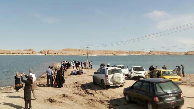 دریاچه جوان گردشگران زیادی را به کویر لوت شهداد برد