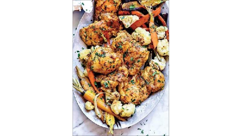چگونه مرغ را همراه با سبزیجات معطر در فر بپزیم