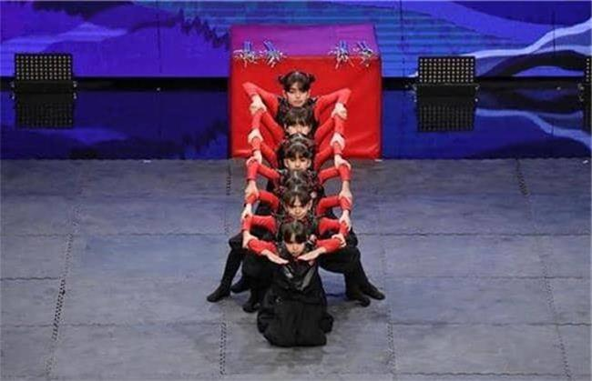 گروه فرشتگان نینجا روی صحنه عصر جدید