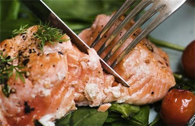 خوردن ماهی سالمون به کاهش وزن خانم ها کمک می کند