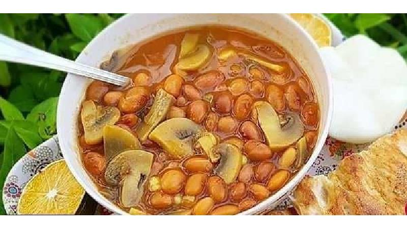 خوراک لوبیا را چه طور با سیب زمینی و قارچ درست کنیم