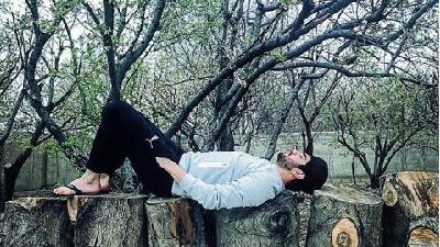 عکسها و دلنوشتههای متفاوت سینا مهرداد؛ بازیگر نقش حامد در سریال پدر