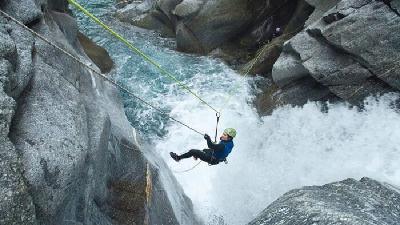 آبشارهای سیمک در کرمان واقعا دیدنی است