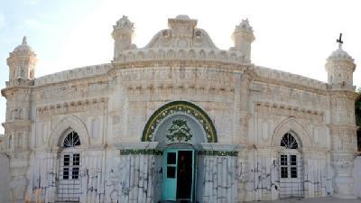تماشای معماری هندی در مسجد رنگونیها آبادان