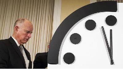 تاریخچه ساعت آخرالزمان