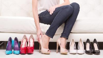 بهتر است در مهمانی ها کفش پاشنه بلند نپوشید