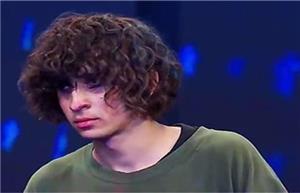 محمد زارع جوان ۲۰ ساله اهل شیراز و از شرکتکنندگان سر به زیر و آرام فصل اول «عصر جدید» بود