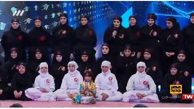 در میان پنج برگزیده اصلی مسابقه «عصر جدید» شاید دختران نینجا تنها کسانی بودند که دیگر نتوانستند در تلویزیون دیده شوند.