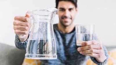 صبح ها بعد از بیدار شدن آب بنوشید