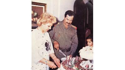 صدام در کنار همسر اولش