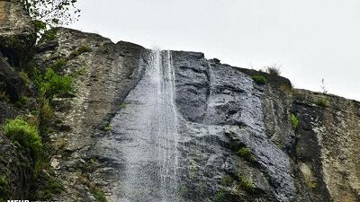 اواخر زمستان بهترین زمان سفر به آبشار لاتون است