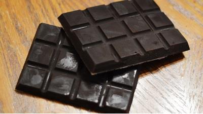 شکلات تلخ فشار خون را کاهش می دهد