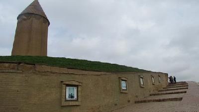 برج گنبد قابوس چه ویژگی هایی دارد